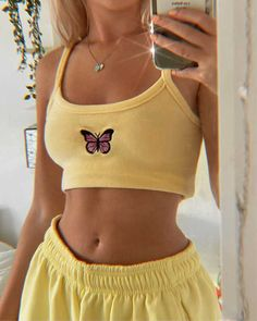 Cute Lazy Outfits, Trendy Outfits, Cool Outfits, Fashion Outfits, Bershka Outfit, Outfit Stile, Yellow Clothes, Yellow Outfits, Yellow Fashion