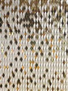 gilesmiller.com/projects/diamond-columns A specially designed diamond with an angled face was arrayed to convey falling golden gradients of colour in the studio's third installation for the Dubai Mall. Composed of ceramic tiles in both matt white & high gloss gold finish, angled in varying directions to show reflect shimmering light in the surface