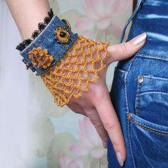 Jeans with lace - bracelet Fabric Jewelry, Boho Jewelry, Jewelry Crafts, Beaded Jewelry, Denim Bracelet, Lace Bracelet, Crochet Gloves Pattern, Crochet Beaded Bracelets, Denim Crafts