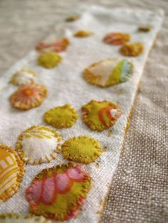 embellishment for a pillow Textile Jewelry, Fabric Jewelry, Textile Art, Textiles, Sewing Crafts, Sewing Projects, Fabric Bracelets, Applique Quilts, Crochet Accessories