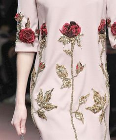 dolce and gabbanafw 15 Embroidery On Kurtis, Kurti Embroidery Design, Tambour Embroidery, Bead Embroidery Patterns, Hand Work Embroidery, Embroidery On Clothes, Couture Embroidery, Embroidery Fashion, Hand Embroidery Designs