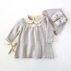 Knitted dress, cap and shoes set for baby girl, in gray. 100% wool. READY TO SHIP in size Newborn