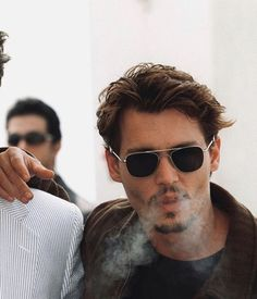 Super Rich Kids, Johnny Depp Pictures, Young Johnny Depp, Jonny Deep, Bollywood Memes, 90s Models, Celebs, Celebrities, Leonardo Dicaprio