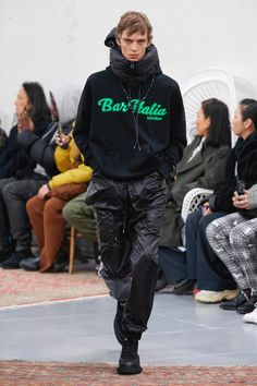 Sacai Fall 2019 Menswear Fashion Show Collection: See the complete Sacai Fall 2019 Menswear collection. Look 22 I grew up here and need this sweatshirt! Men's Fashion, Young Fashion, Fashion Online, Fashion Design, Fashion Trends, Daily Fashion, Winter Fashion, La Mode Masculine, Stylish Shirts
