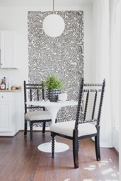 "This+removable+dichromatic+wallpaper+from+<a+href=""http://www.whatisblik.com/shop/movement-pattern-wall-tiles""+target=""_blank"">Blik</a>+gives+a+new+dimension+to+the+kitchen.+Yes,+that+is+a+Keith+Haring+pattern."