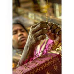 #documentaryphotography #pattusaree #kanchipuram #chennai #artoftheday #artofdesign #gold #handmade #work #instagood #instamoment #instagram #imageoftheday #lines #shapes #mechanic #wood #old #vintage #hands #storytelling #curves #streetphotography #storytelling #hands #facebook