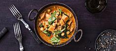 Bataatticurry on lämmittävä kasvisruoka johon kikherneet tuovat proteiinia. Tarjoa lisäksi basmatiriisiä tai syö naanleivän kanssa. Noin 1,80 €/annos.