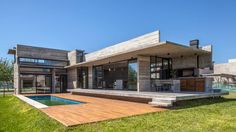 Albercas de estilo moderno por Besonías Almeida arquitectos