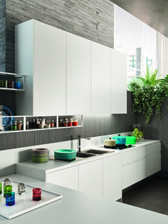 The main characteristic of Snaidero WAY is its impressively clean kitchen aesthetic and style. WAY represents a pure and clear-cut architectural design. The fusion of volumes and the modularity of the units are enhanced by an apparent simplicity which is built on careful attention to detail  #SnaideroUSA | Michele Marcon Design