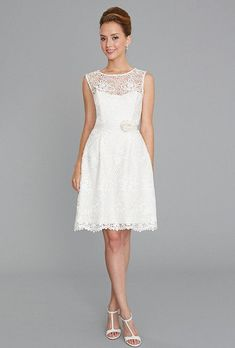 Siri Calla is a Macrame lace dress with a strapless sweetheart neckline. It drops to a fitted waist and then flows into a scalloped hem. This gown came from a designer boutique and is in excellent condition. Siri Calla is Off White and a size Wedding Dresses Photos, Wedding Dress Styles, Pinterest Gowns, Nice Dresses, Formal Dresses, Bridal Boutique, Lace Tops, Bridal Gowns, Short Bridal Dresses