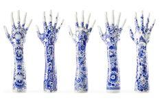 Wilma Plaisier is meester-schilder en ontwerpster van het wereldberoemde Delfts blauw.