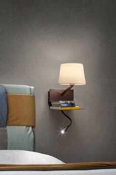 Inovativní nástěnná lampa Tomo s USB portem, který lze použít k pohodlnému nabíjení mobilního telefonu či jiného zařízení.   #interiordesign #design #interior #homedecor #home #lampa #luxprim Floating Nightstand, Usb, Table, Furniture, Design, Home Decor, Luxury, Homemade Home Decor