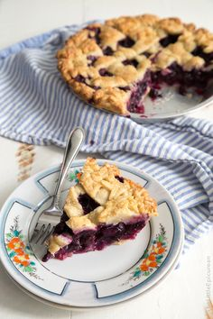 Pie season is upon us! Bust out your pie tins and get ready for ginger blueberry pie! The other week, I had a tasty blueberry rhubarb pie from The Pie Hole. I rarely buy desserts from bakeries and such because I'm so hesitant to spend $6+ for something I know I can make at home. …