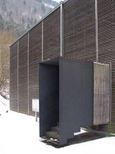 22. Construção para proteger um sítio arqueológico romano localizado em Chur, na Suíça, projetado por Peter Zumthor, em 1986.