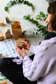 Toni Lottas erster Adventskalender! Eine Anleitung zum Kinder-Adventskalender basteln Diy Weihnachten, Usb Flash Drive, Gift Wrapping, Gifts, Christmas Presents, Kids, Daughter, Gift Wrapping Paper