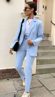 25 great minimalist outfits you should try – Mode Outfits Blazer Outfits, Sporty Outfits, Mode Outfits, Fall Outfits, Summer Outfits, Blue Trousers Outfit, Classy Chic Outfits, Blue Suit Outfit, Casual Trouser Outfit