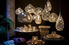 Oosterse Filigrain hanglamp, ook wel gaatjes lamp genoemd, van Zenza in mat zilver kleur. Verkrijgbaar in 3 diameters. Meer filigrain lampen op de website.