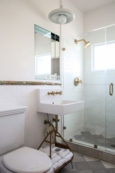 Charmant The Bathroom In The Chapter 3 Suite Features A Strip Of Marbelized Trim  Tile And Brass