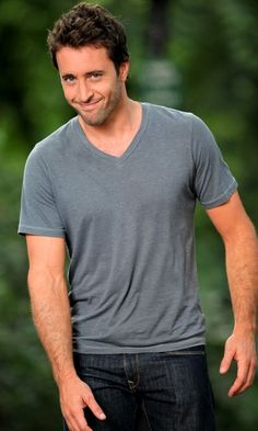 omg Alex O'Loughlin!! why are you soo cute...and the aussie accent just tops it all off!!!