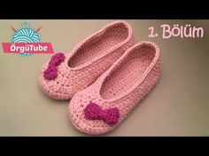 Easy To Crochet These Beautiful Slippers - ilove-crochet Crochet Hot Pads, Crochet Bows, Booties Crochet, Baby Booties, Easy Crochet, Knit Crochet, Baby Shoes, Crochet Slipper Pattern, Crochet Patterns