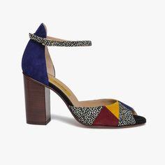 1fd112c5403 Sandale graphique en cuir velours Une sandale très graphique avec ses  empiècements colorés   bleu