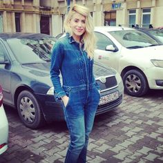 jeans time in a very happy day!#blogger  #jeans #overall #redlips #blondie #happy #mammy
