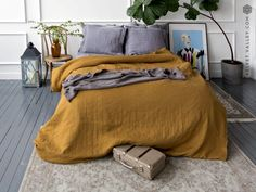 Sophisticaded bedroom ideas with mustard yellow bedding – Nina's Apartment - Toptrendpin Brown Comforter, Yellow Comforter, Linen Comforter, Comforter Cover, Duvet Covers, Bed Linens, Cotton Bedding, Linen Pillows, Mustard Yellow Bedrooms