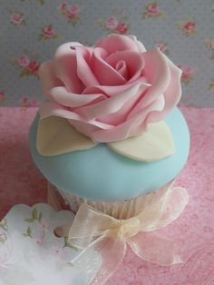 Cupcake Favour by Cotton and Crumbs, via Flickr