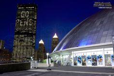 US Steel tower and Mellon Arena during the finals. See the pics in the windows, they were life size penguin players……so i stood in front of them with my Red Wing's Jersey !