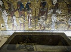 The golden sarcophagus of King Tutankhamun in his burial chamber in the Valley of the Kings, close to Luxor, 500 kms south of Cairo, on September 2015 King Tut Tomb, Tomb Kings, Queen Nefertiti, Valley Of The Kings, Luxor, Cemetery, Egyptian, Photos, Painting