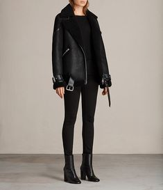 Womens Hawley Oversized Shearling Jacket (Black) - Image 5 - Womens Hawley Oversized Shearling Jacket (Black) – Image 5 Best Picture For outfits hiver For Y - Outfits Mujer, Edgy Outfits, Fashion Outfits, Sporty Fashion, Ski Fashion, Winter Coats Women, Coats For Women, Jackets For Women, Clothes For Women