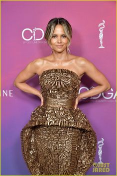 Grab 2 Dumbbells, and Work Your Entire Body With Halle Berry's Butt-Kicking Circuit Get Toned, Toned Arms, Dumbbell Squat, Toning Workouts, Exercises, Friday Workout, Celebrity Workout, Muscle Building Workouts, Hollywood
