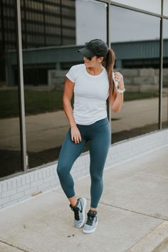 Weekly Workout Routine: Nike Flyknit Air Force 1 Let Daily Dress Me help you find the perfect outfit Yoga Outfits, Fitness Outfits, Legging Outfits, Cute Workout Outfits, Workout Attire, Fitness Fashion, Sport Outfits, Fitness Shirts, Workout Gear