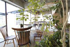グリーンを基調とした素材感のあるオフィス用インテリア