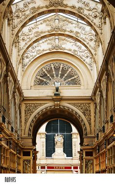 Arte y Arquitectura! Beautiful Architecture, Beautiful Buildings, Art And Architecture, Architecture Details, Beautiful Places, Places To Travel, Places To See, Nantes France, Fontainebleau
