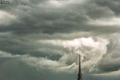 Ecco l'occhio del ciclone Ferox proprio sopra la Mole. Le immagini sono state realizzate da Valerio Minato