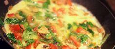 Pizza light sem farinha, sem glúten e com só 37 kcal para comer sem culpa. Feita em poucos minutos. Veja a receita: http://luciliadiniz.com/falsa-pizza-e-verdadeira-delicia/