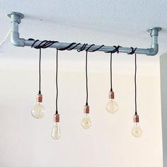 Afbeeldingsresultaat voor peertjes verlichting White Houses, Kitchen Lighting, Lamp Light, Interior Inspiration, Track Lighting, New Homes, Ceiling Lights, Yaya, Home Decor