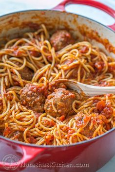 The Best Spaghetti & Meatballs!! Here's the secret to making meatballs uber juicy & tasty! @natashaskitchen #spaghetti #spaghettiandmeatballs #meatballs #meatballsrecipe #spaghettirecipe Homemade Spaghetti, Homemade Marinara, Spaghetti Recipes, Pasta Recipes, Dinner Recipes, Cooking Recipes, Healthy Recipes, Delicious Recipes, Veggie Spaghetti
