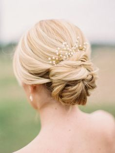 Beautiful loose chignon with pearl comb.
