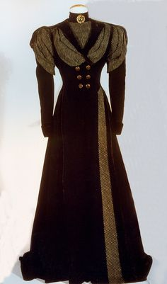 """Katherine Hepburn, """"A Woman Rebels,"""" RKO, Designed by Walter Plunkett, via The Collection of Motion Picture Costume Design: Larry McQueen. Fashion Tv, Hollywood Fashion, Vintage Hollywood, Fashion History, Hollywood Style, Fashion Trends, Theatre Costumes, Movie Costumes, Hollywood Costume"""