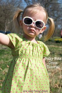 Polky nots dress, Free sewing pattern and tutorial. Simple pattern, shirred waist