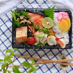 写真の説明はありません。 Japanese Lunch Box, Japanese Food, Japanese Recipes, Bento, Cobb Salad, Potato Salad, Easy Meals, Cheese, Ethnic Recipes
