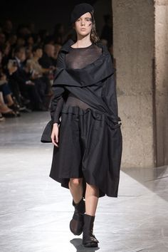 The complete Yohji Yamamoto Spring 2018 Ready-to-Wear fashion show now on Vogue Runway.