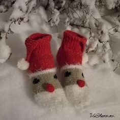 Hyvää joulua 🎅 Happy holidays 🎄 #tonttusukat #joulusukat #joulu #christmassocks #villasukat #voihanvillasukka #knit #knitting #stricken #stickat #handmade #handknitted #knittingaddict Crochet Socks, Knitting Socks, Knit Socks, Mittens, Christmas Stockings, Diy And Crafts, Gloves, Xmas, Slippers