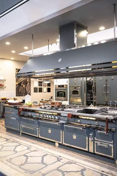 Home professional cooking directly to your kitchen space. Luxury Kitchen Design, Best Kitchen Designs, Luxury Kitchens, Cool Kitchens, Home Decor Kitchen, Kitchen Interior, Küchen Design, House Design, Commercial Kitchen Design
