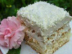 Ez a Raffaello szelet lett a befutó, pedig több receptet kipróbáltam. Romanian Desserts, Romanian Food, Rafaelo Cake, Cake Recipes, Dessert Recipes, Hungarian Recipes, Sweet Tarts, Eat Dessert First, Food Cakes