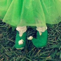 Help An Elf {simple DIY felt shoe covers} – CampClem Dwarf Costume, Elf Costume, Diy Costumes, Grinch Costumes, Genie Costume, Halloween Costumes, Holiday Crafts, Christmas Crafts, Christmas Porch