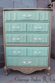 Mint and gold bedroom set... Beautiful!!