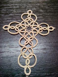 Dantela frviolite: Rockingham Cross by Mary Konior